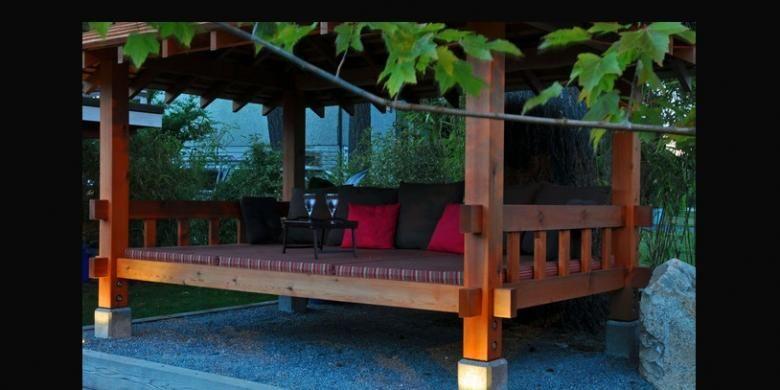 Dengan dominasi bahan utamanya adalah kayu, bambu, atau rotan, konsep gazebo di sini menganut bentuk gazebo di pedesaan-pedesaan tradisional Indonesia seperti arsitektur Bale Bengong khas Bali, Rumah Joglo ciri khas Jawa Tengah, atau rumah panggung ala Bugis.