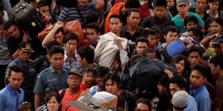 Ilustrasi pemudik yang kembali ke Jakarta bersama sanak saudaranya.