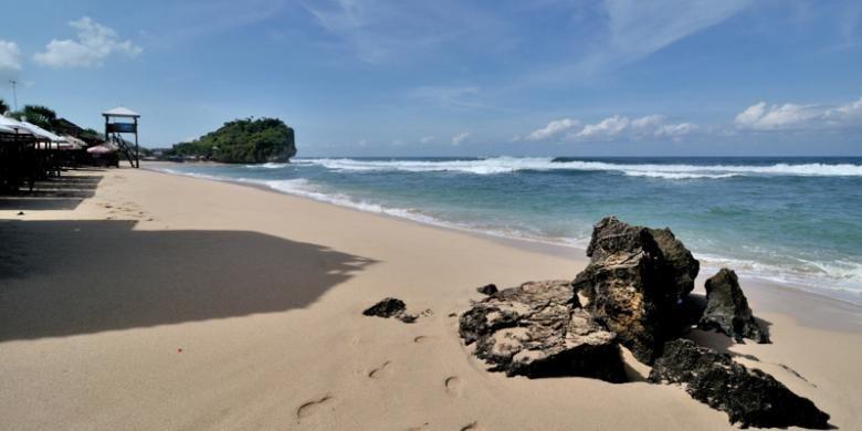 Pantai Pulang Sawal atau dikenal sebagai Pantai Indrayanti terletak di kawasan pantai Sundak, Kecamatan Tepus, Kabupaten Gunungkidul, Provinsi DIY.