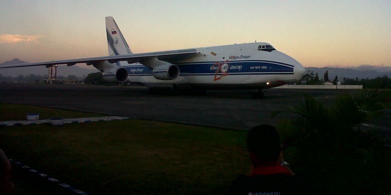 Ilustrasi: Pesawat angkut Antonov AN-124-100 Flight Number VDA 6328 yang mengangkut dua pesawat Sukhoi SU-30 MK 2 tiba di Landasan Udara (Lanud) Sultan Hasanuddin, Makassar, Rabu (4/9/2013) sekitar pukul 17.56 Wita.