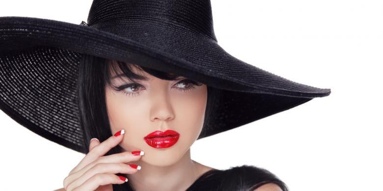 Pulasan lipstik merah menyala juga akan membantu meningkatkan keseksian dalam diri Anda.
