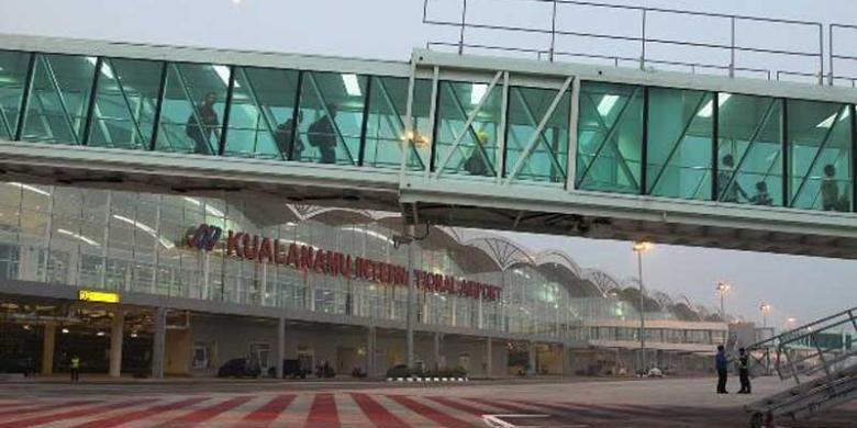 Bandara Internasional Kualanamu (KNIA), Deli Serdang, Sumatera Utara, Kamis (25/7/2013). Bandara seluas 1.365 hektare tersebut resmi beroperasi pada 25 Juli 2013 pukul 00.01 WIB dan secara bersamaan operasional Bandara Polonia ditutup sehari sebelumnya, 24 Juli 2013 malam pukul 23.59 WIB.