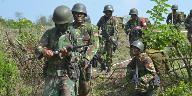 Sejumlah pasukan TNI AD melakukan latihan perang di Hutan Baluran, untuk meningkatkan kemampuan dalam menjaga NKRI.