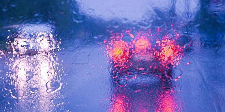 Mengemudi saat hujan perlu kewaspadaan lebih