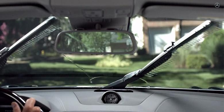 Magic Vision Control, wiper cerdas Mercedes-Benz agar semprotan air tak menghalangi pandangan pengemudi.