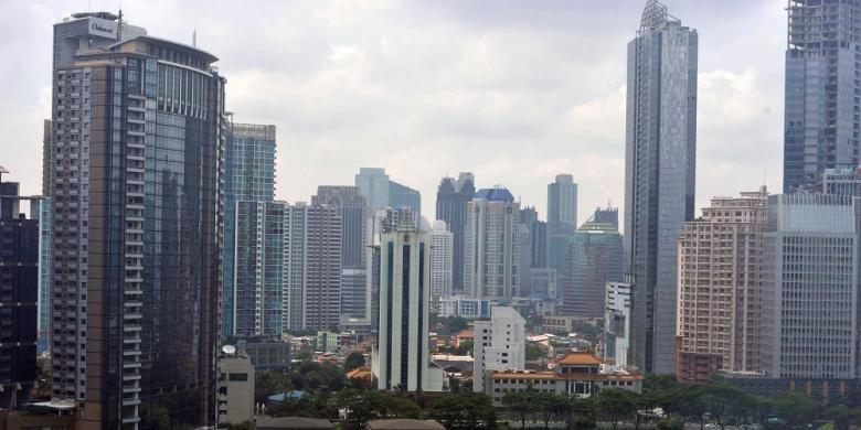Kondisi kawasan perkantoran di Kuningan yang masuk ke kawasan bisnis Segitiga Emas (Sudirman-Thamrin-Kuningan) di Jakarta terus dipenuhi gedung-gedung baru, Selasa (29/1/2013). Pasar perkantoran di Jakarta tahun 2014, diprediksi mengalami perlambatan pertumbuhan akibat kontraksi permintaan.