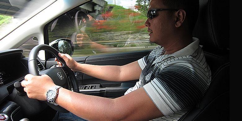 Posisi mengemudi mirip sedan