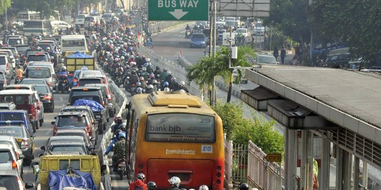 Ilustrasi : Bus Trans Jakarta