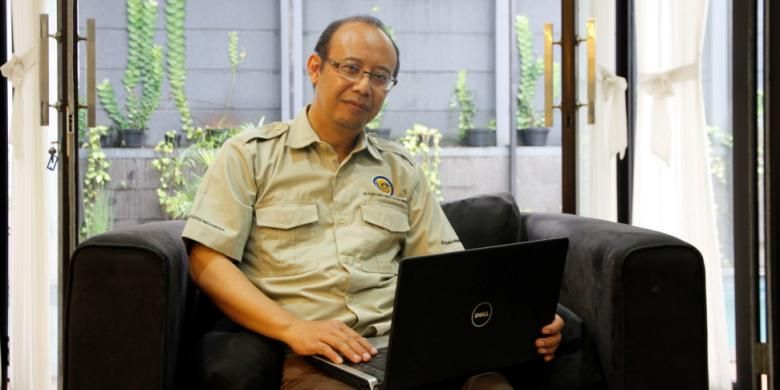 Rovicky Dwi Putrohari (51). Geolog. Ketua Ikatan Ahli Geologi Indonesia. Pencipta blog, Dongeng Geologi.