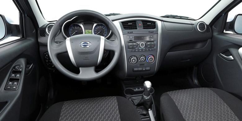 Interior Datsun on-Do, lebih gagah ketimbang Go.