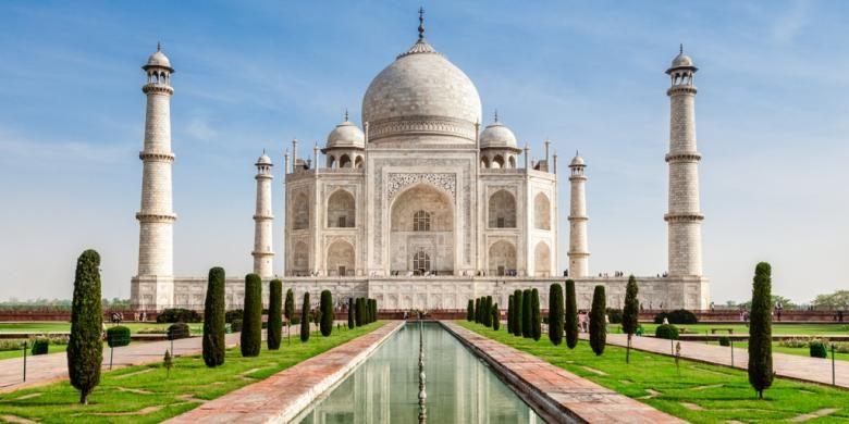 Taj Mahal merupakan salah satu peninggalan budaya Islam di India.