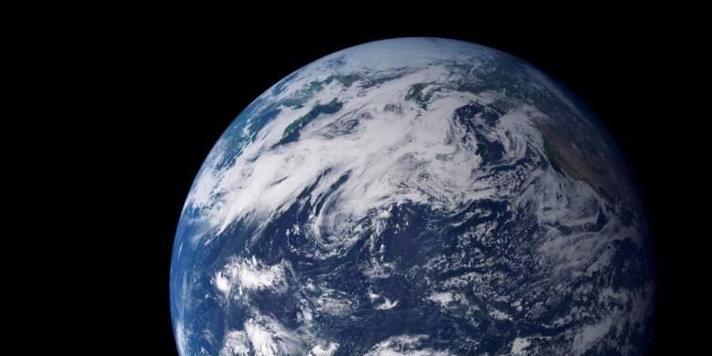 Dilihat dari ruang angkasa, fitur yang paling mencolok dari planet kita adalah air. Air berbentuk cair dan beku yang mencakup 75 persen permukaan bumi. Foto direkam Moderate Resolution Imaging Spectroradiometer di satelit Terra NASA.