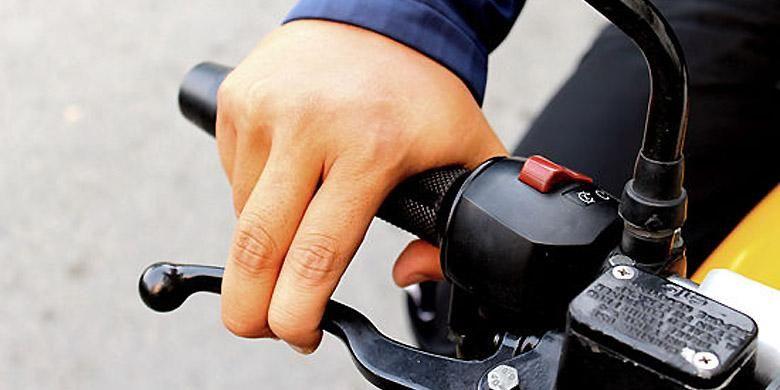Mengerem sepeda motor ada teorinya.