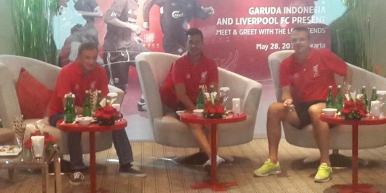 Tiga legenda Liverpool (dari kiri ke kanan), Phil Thompson, Luis Garcia, dan Dietmar Hamann, hadir dalam acara meet and greet di Hotel Pullman, Jakarta, Rabu (28/5/2014).