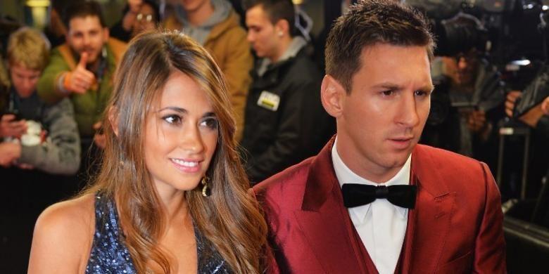 Messi bersama Antonella Roccuzzo dalam sebuah acara.