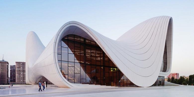 Arsitek kenamaan Zaha Hadid kembali menjadi tajuk berita di seluruh dunia. Kali ini, nama Hadid kembali berkibar menyangkut keberhasilannya memenangkan 2014 Design of the Year dari Design Museum London. Secara kasat mata, bangunan tersebut memang menarik. Namun, kemenangan Hadid menuai reaksi negatif di sosial media.