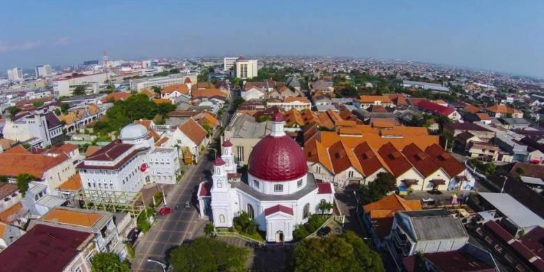 Gereja Blenduk, gereja tertua di Jawa Tengah yang menjadi salah satu ikon Kota Lama Semarang difoto dari udara, Minggu (29/6/2014).