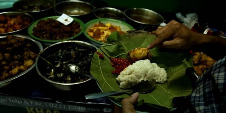 Nasi jamblang Mang Doel di Jalan HOS Cokroaminoto, Cirebon.