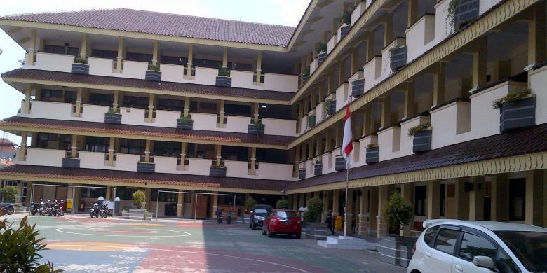 Gedung sekolah SMA Negeri 14 Jakarta.