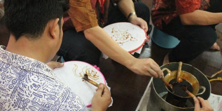 Pengunjung bisa ikut kelas membatik di Museum Tekstil, Jakarta.