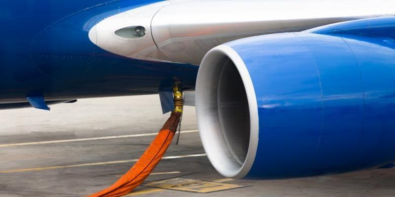 Ilustrasi: Pesawat sedang mengisi avtur