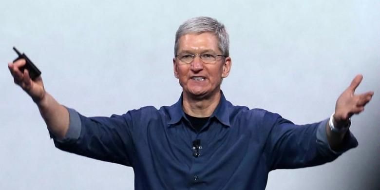 CEO Apple Tim Cook berbicara dalam acara yang diselenggarakan Apple di Flint Center for the Performing Arts, di Cupertino, California, Amerika Serikat, Selasa (9/9/2014). Pada acara itu Apple meluncurkan Apple Watch dan dua iPhone terbaru, iPhone 6 dan iPhone 6 plus.