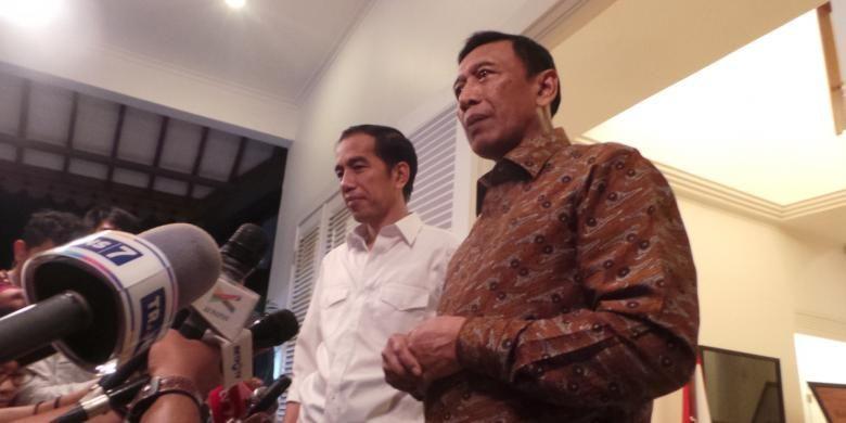 Presiden terpilih Joko Widodo melakukan pertemuan tertutup dengan Ketua Umum Partai Hanura Wiranto di Kantor Transisi, Jakarta Pusat, Kamis (11/9/2014) malam.