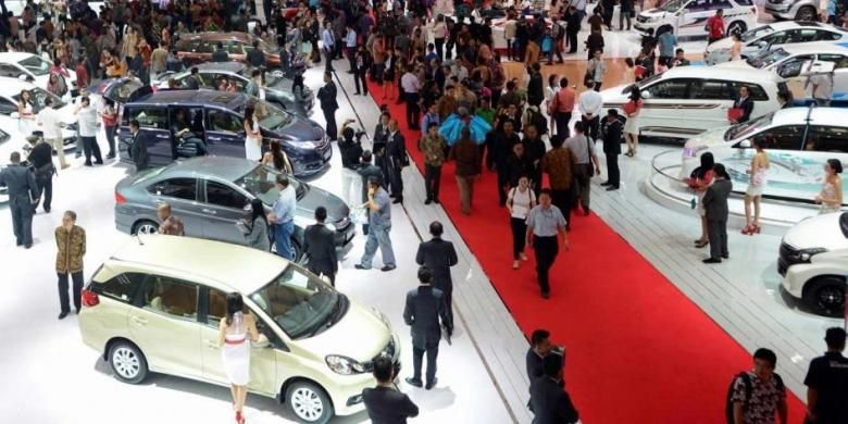 Suasana saat pembukaan Indonesia International Motor Show 2014 di Jakarta International Expo, Kemayoran, Jakarta, Kamis (18/9/2014). Pameran otomotif terbesar di Indonesia ini akan berlangsung hingga 28 September 2014.