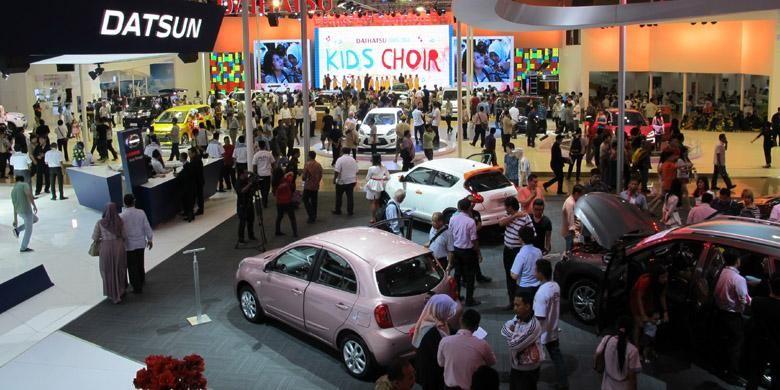 Suasana di booth Nissan pada IIMS 2014