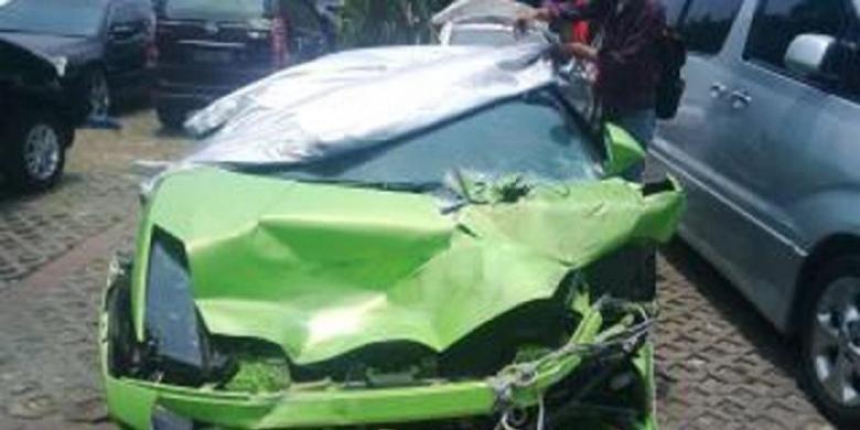 Mobil Lamborghini milik Hotman Paris Hutapea yang mengalami kecelakaan