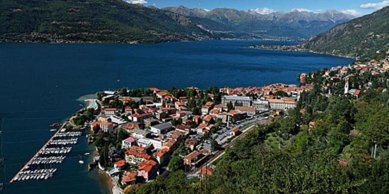 Kota Bellano di tepian Danau Como, Italia.