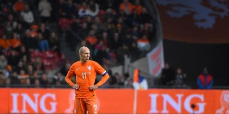 Salah satu ekspresi pemain sayap Belanda Arjen Robben, pada pertandingan persahabatan melawan Meksiko, di Amsterdam ArenA, Rabu (12/11/2014), yang berakhir 3-2 untuk Meksiko.
