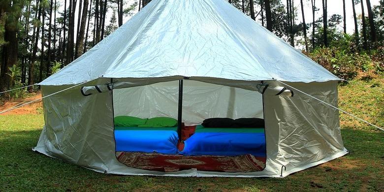 Tenda dan fasilitas Glamourous Camping alias Glamping di Taman Wisata Alam Gunung Pancar, Bogor.