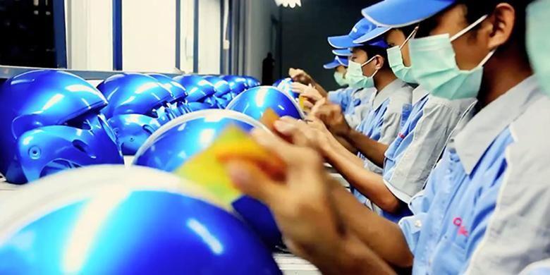 Setiap hari pabrik Cargloss seluas 20 hektar yang terletak di Citeureup, Bogor, Jawa Barat, sanggup memproduksi 12.000 helm atau 360.000 helm per bulan.