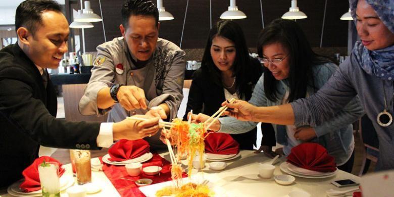 Tradisi Ye Shang di Hotel Santika Premiere Kota Harapan Indah ? Bekasi.