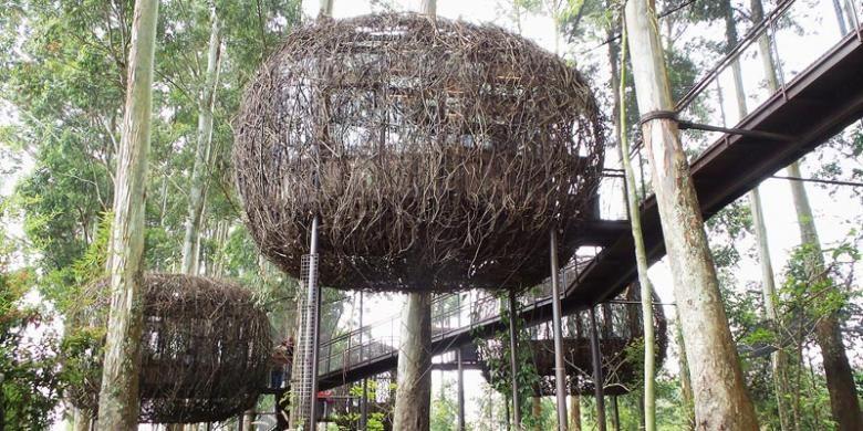 Restoran yang dirancang seperti sarang burung di Dusun Bambu di kawasan Cisarua, Bandung, Jawa Barat.