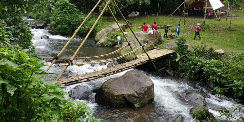 Hutan, gunung, sungai, serta kabut berselimut dingin adalah obat mujarab yang diberikan alam yang tak serba instan didapatkan orang-orang kota. Salah satu tempatnya adalah bumi perkemahan (camping site) Tanakita, Situ Gunung, Sukabumi, Jawa Barat.