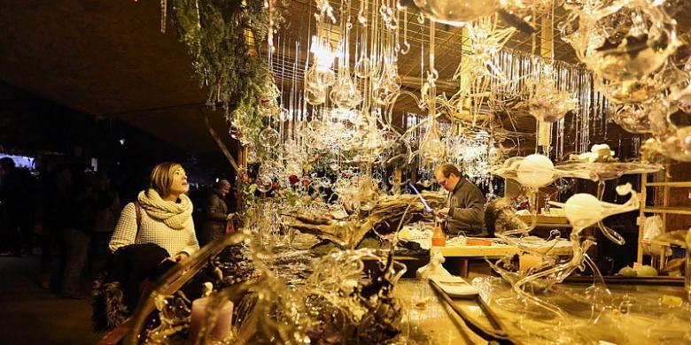 Pasar Natal di tepi Danau Geneva.
