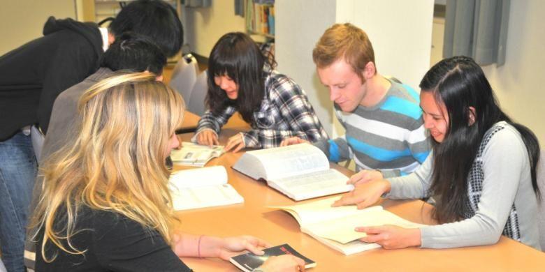 Pada tahun pertama studi, skema beasiswa pengurangan uang kuliah akan ditentukan berdasarkan hasil seleksi dokumen dan wawancara saat penerimaan mahasiswa. Di tahun kedua dan berikutnya, pengurangan akan diberikan berdasarkan prestasi mahasiswa pada tahun sebelumnya.