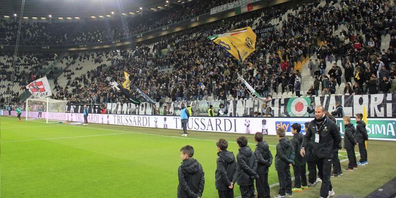Juventus Stadium dengan kapasitas 41.000 orang terlihat penuh dalam pertandingan versus Fiorentina, leg pertama semi final Coppa Italia, Kamis (5/3/2015).