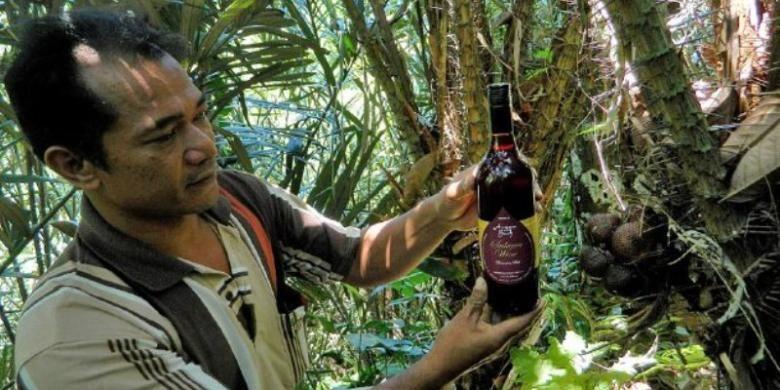 Salak bali (Salacca zalacca) dapat diolah menjadi minuman beralkohol jenis wine. Salak bali dari Desa Sibetan, Kecamatan Bebandem, Kabupaten Karangasem, Bali, mempunyai rasa manis, asam, dan sepat.