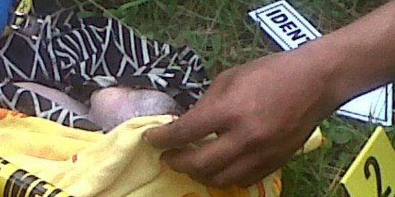 Hasil gambar untuk bayi kubur dekat sumur