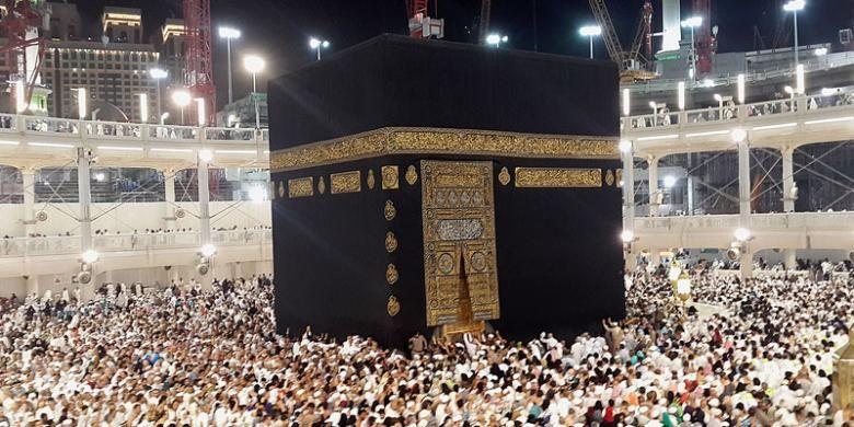 Jutaan warga Muslim dari berbagai penjuru dunia menunaikan ibadah umrah di Masjidil Haram, Mekkah, Arab Saudi, beberapa waktu lalu.