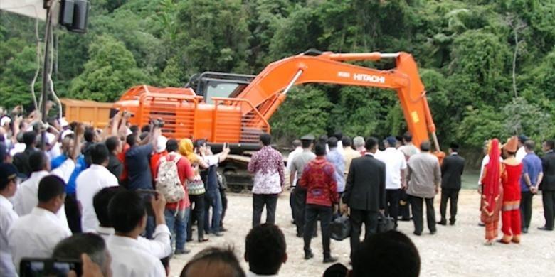 Ilustrasi: Tenaga kerja lokal dilibatkan dalam pembangunan proyek Bendungan Krueng Keureuto, di Kabupaten Aceh Utara, Provinsi Aceh.