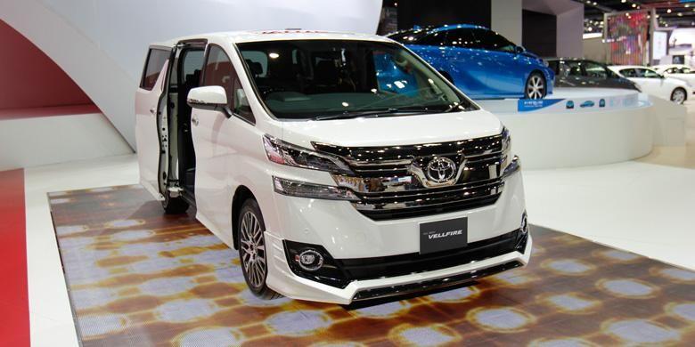Toyota Vellfire siap meluncur di Indonesia setelah pamer di Bangkok Motor Show 2015.