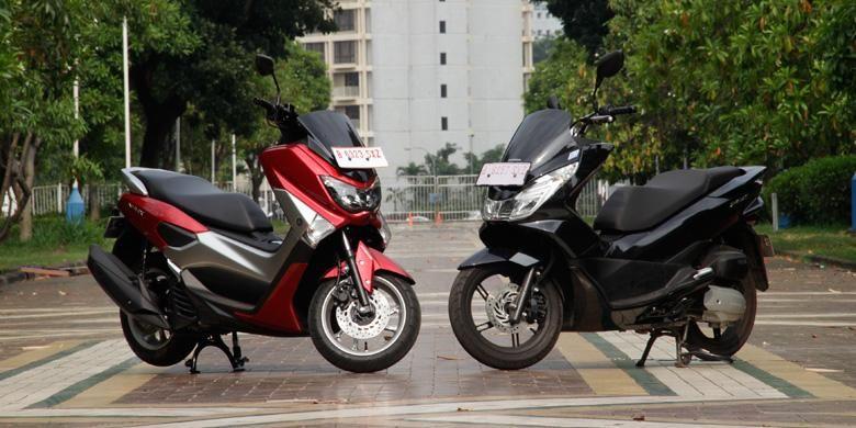 Yamaha NMAX (kiri) dan Honda All-New PCX beradu fitur untuk menarik minat konsumen.