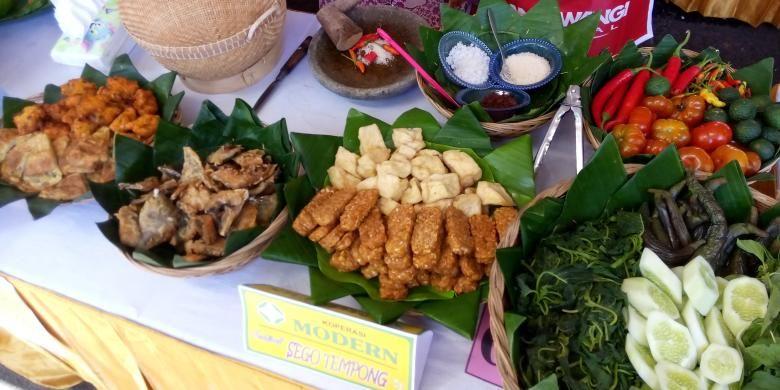 Kabupaten Banyuwangi menggelar Festival Sego Tempong di Taman Blambangan, Sabtu (28/3/2015).