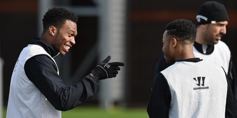 Daniel Sturridge dan Raheem Sterling menjalani sesi latihan bersama Liverpool.