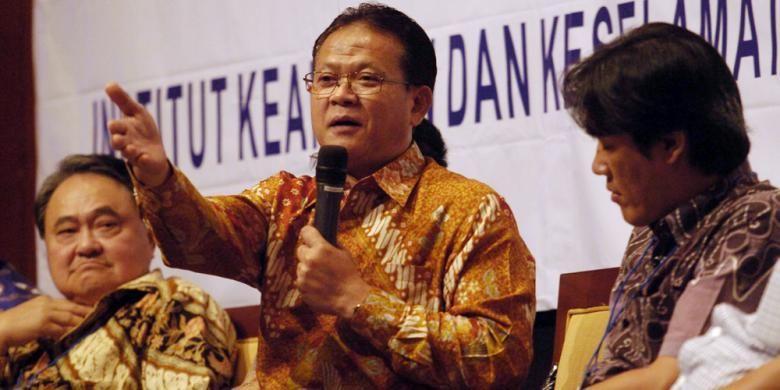 Mantan Menteri Kelautan dan Perikanan yang saat ini menjabat sebagai Ketua Umum Gerakan Nelayan dan Tani Indonesia, Rokhmin Dahuri, berbicara dalam diskusi yang bertajuk Implementasi Poros Maritim untuk Mensejahterakan Rakyat Indonesia di Hotel Aryaduta, Jakarta, Senin (25/8/2014). Diskusi ini untuk menindaklanjuti program kerja Joko Widodo-Jusuf Kalla terkait pembentukan negara maritim di Indonesia.