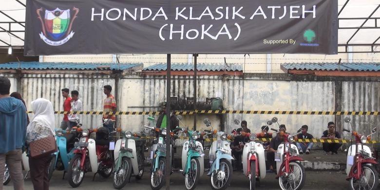 Aneka Motor Tua dipamerkan dalam ajang pameran dan kontes even motor klasik Banda Aceh, Sabtu (18/4/2015).